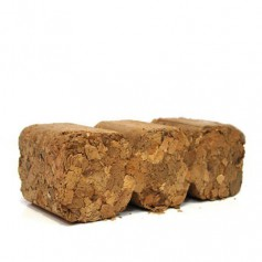 Palet 1008 kg de briquetas de cascara de almendra
